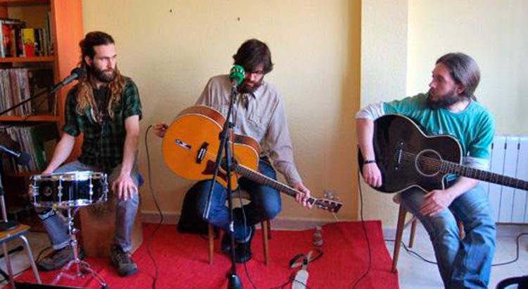 El primer unplugged en el Barrio de Mordor Sonoro, en mayo de 2009, con el concierto acústico de Arizona Baby en un sexto piso del Barrio del Pilar. En el salón y a la hora de la siesta, con el consentimiento de los vecinos, que no dijeron esta boca es mía…